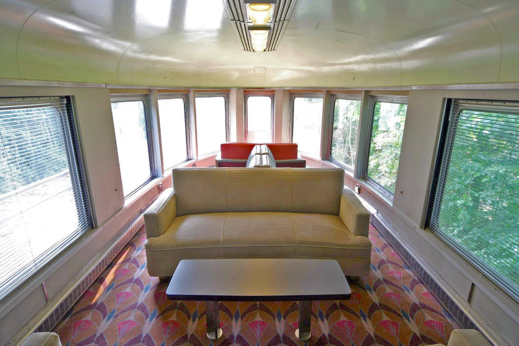 Hickory-Creek-Upper-lookout-lounge