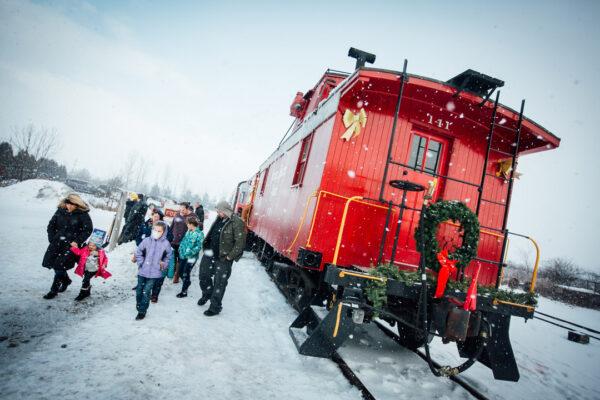 santa-train-2016-snow-and-caboose